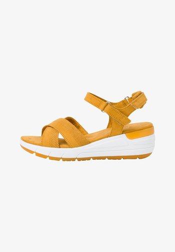 Sandalen met plateauzool - saffron