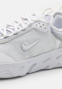 Nike Sportswear - REACT LIVE UNISEX - Trainers - white/pure platinum - 5