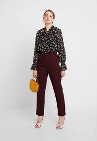 Missguided - DITSY FLORAL PLUNGE TIE BODYSUIT - Blouse - brown - 1