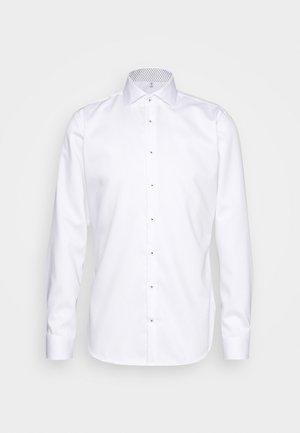 SLIM LIGHT SPREAD KENT PATCH - Formal shirt - weiß
