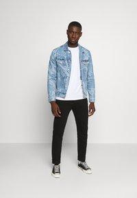 Tommy Jeans - REGULAR TRUCKER - Spijkerjas - laser light blue - 1