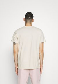 Hollister Co. - SOLID EXCLUSIVE 3 PACK - T-shirt basic - white/beige/olive - 2