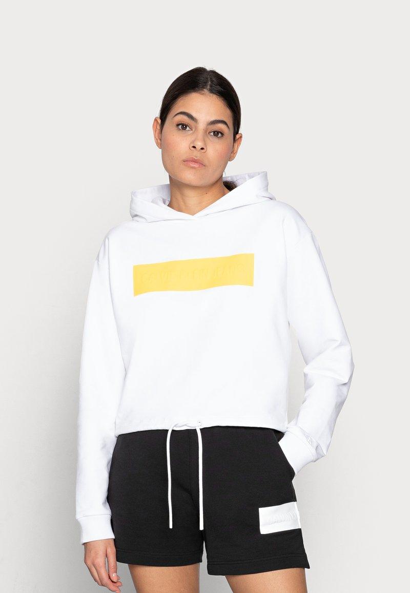Calvin Klein Jeans - HERO LOGO HOODIE - Sweatshirt - white