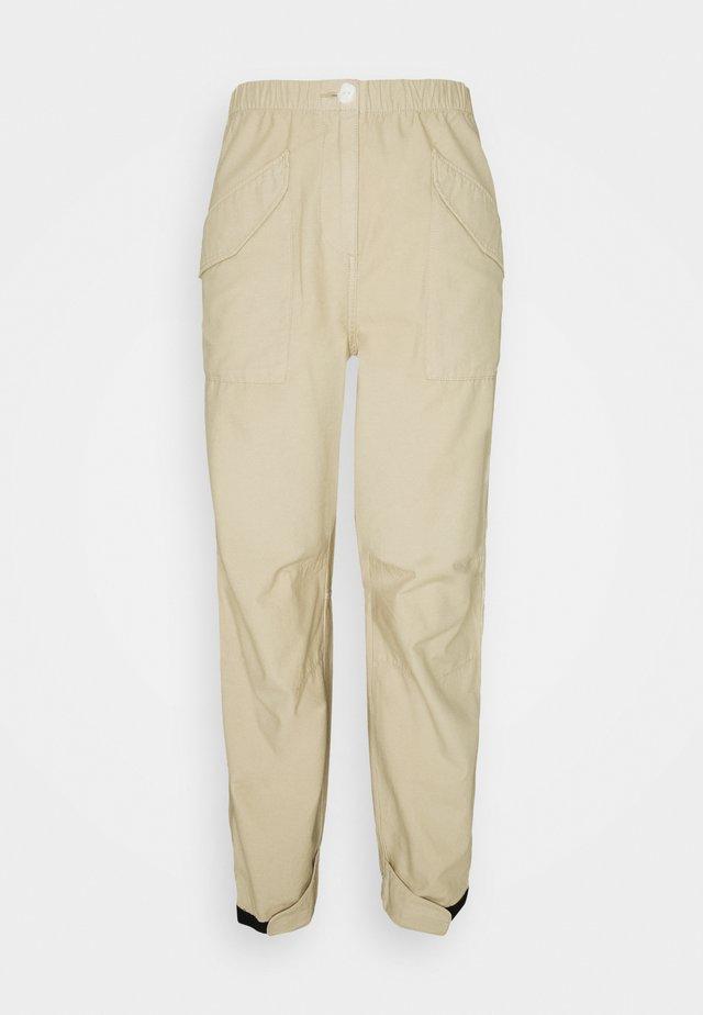ANGELA FIELD PANT - Pantalon classique - khaki