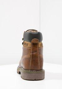 Cat Footwear - COLORADO - Šněrovací kotníkové boty - golden - 6
