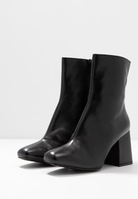 Even&Odd - LEATHER BOOTIE - Støvletter - black - 4