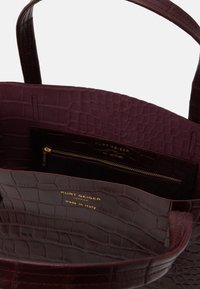 Kurt Geiger London - MINI TOTE - Handtasche - wine - 2