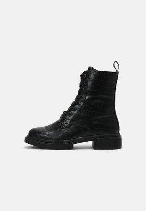 HOLEA - Veterboots - black