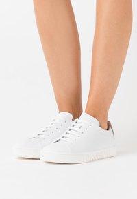 MOSCHINO - Sneaker low - fantasy color - 0