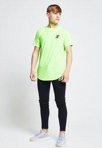Illusive London Juniors - ILLUSIVE LONDON  - Camiseta estampada - neon green - 1