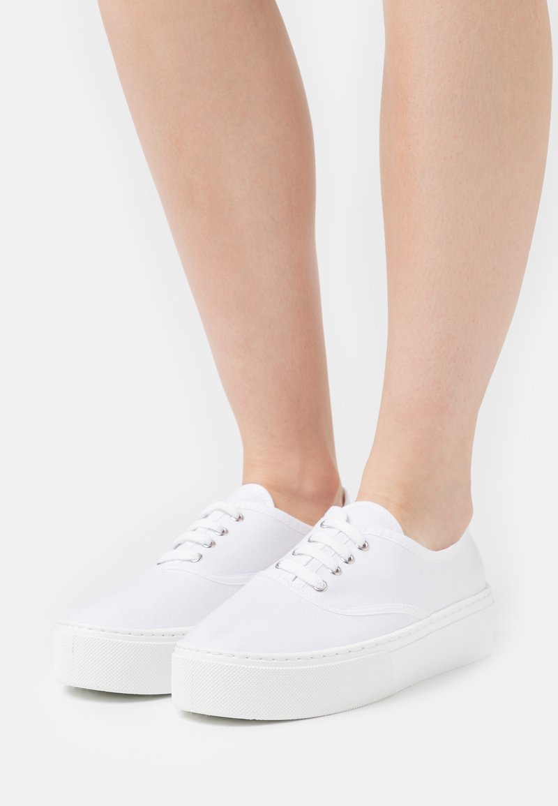 Kaltur - Trainers - white