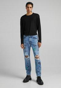 Bershka - STRAIGHT - Relaxed fit jeans - blue denim - 1