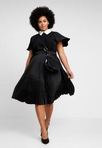 Fashion Union Plus - FASHION UNION COLLARED BLOUSE - Blůza - black - 1