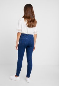 Missguided Petite - ANARCHY MID RISE - Jeans Skinny Fit - indigo - 2