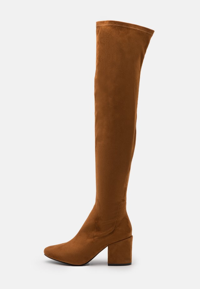 WIDE FIT KOLA - Overknees - cognac