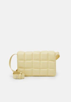 BOBBIE BAG - Across body bag - yellow