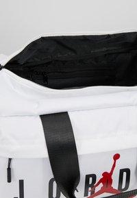 Jordan - AIR DUFFLE - Sportovní taška - white - 4