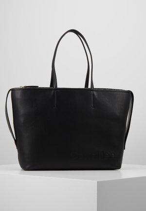 ATTACHED SHOPPER - Tote bag - black