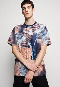 Raeburn - HABOTAI MARS - T-shirt con stampa - multi-coloured - 3