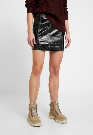LOVA SKIRT - Minifalda - black
