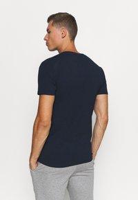 Selected Homme - SLHNEWPIMA O NECK TEE 3 PACK  - Jednoduché triko - navy blazer - 2