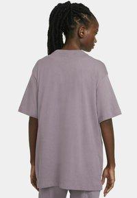 Nike Sportswear - AIR  - T-shirt print - purple smoke/white - 2