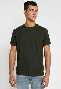 Burton Menswear London - BASIC CREW 3 PACK MULTIPACK - T-shirt - bas - khaki/frost/navy - 2