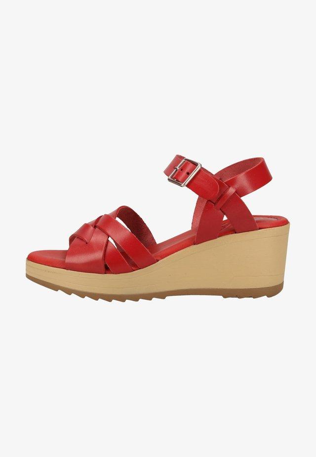 Sandały na platformie - red