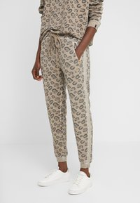 True Religion - PANTS LEO ALLOVER PRINT - Tracksuit bottoms - beige - 0