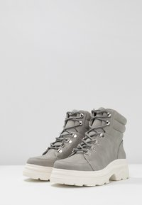 New Look - CHUNK - Plateaustøvletter - mid grey - 4