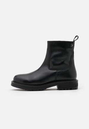 WETTIN - Kotníkové boty - black
