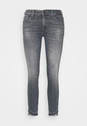 PYPER CROP SLIM ILLUSION BELIEVE WITH UNROLLED DIAGONAL HEM - Skinny džíny - grey