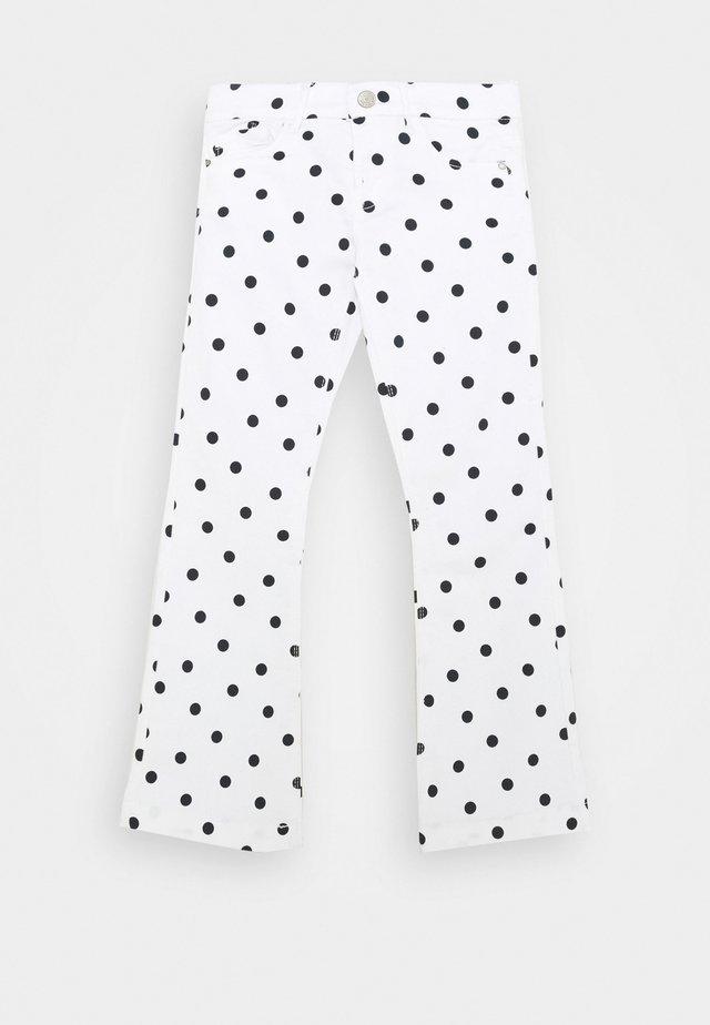 NKFPOLLY TWIBATINNA 7/8 BOOTCUT - Jeans bootcut - bright white