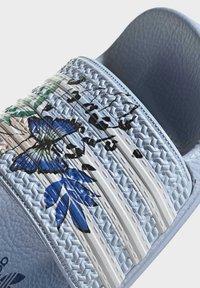 adidas Originals - ADILETTE ORIGINALS - Chanclas de baño - blue - 8