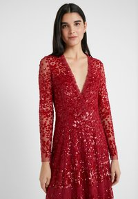 Needle & Thread - AURORA V-NECK GOWN - Abito da sera - cherry red - 3