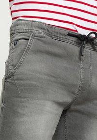 TOM TAILOR DENIM - Szorty jeansowe - clean bleached grey denim - 5