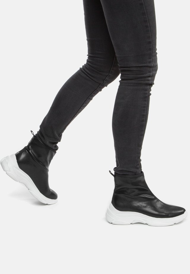 Ankle boots - black/white