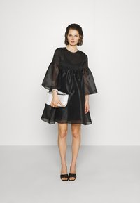Who What Wear - THE SMOCKED ORGANZA DRESS - Cocktail dress / Party dress - black - 1