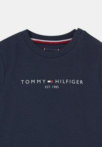 Tommy Hilfiger - BABY ESSENTIAL CREWSUIT SET UNISEX - Tracksuit - twilight navy - 3