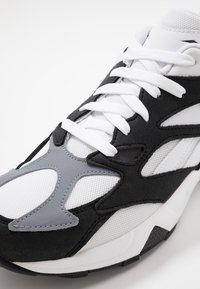 Reebok Classic - AZTREK 96 SUEDE AND TEXTILE UPPER SHOES - Tenisky - black/white/cold grey - 5