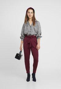 ONLY Petite - ONLPOPTRASH BELT  PANT - Trousers - tawny port - 1