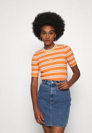 STRIPE SLEEVE - T-shirt print - rustic orange/multi