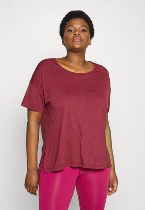 YOGA LAYER PLUS - T-shirt basique - dark beetroot/night maroon