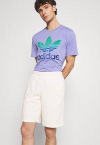 adidas Originals - UNISEX - Shorts - non-dyed - 3
