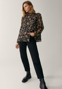 Massimo Dutti - MIT PAISLEYPRINT - Button-down blouse - black - 1