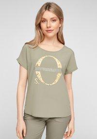 s.Oliver - Print T-shirt - khaki placed print - 0