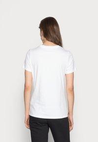 Nike Sportswear - TEE ICON FUTURA - T-shirts med print - white/black - 2