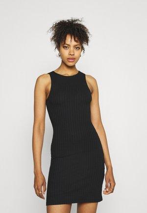 PCTIANA DRESS - Pletené šaty - black
