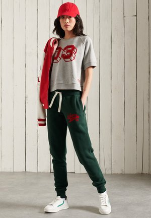 SUPERDRY COLLEGIATE SCRIPTED  - Tracksuit bottoms - enamel green