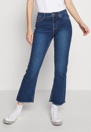 PCKAMELIA KICK  - Flared jeans - medium blue